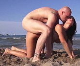 XXX Beach Sex – Busty brunette Franceska Jaimes squirting on a public beach